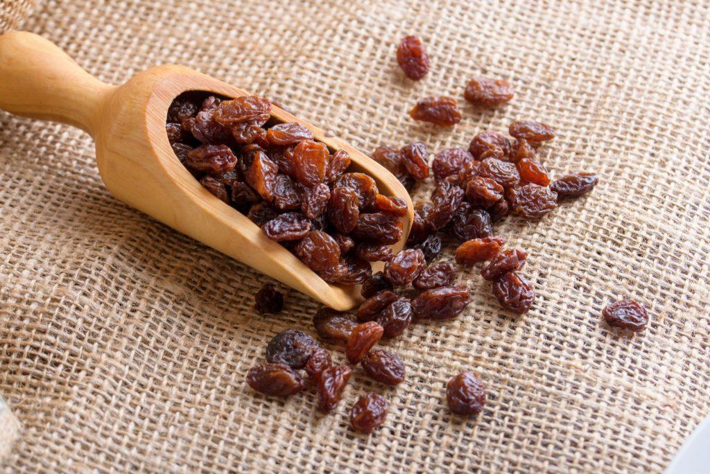 raisins iron content